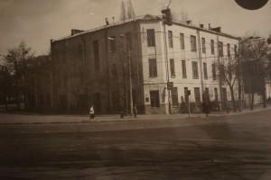 Полікініка на площі Перемоги. Місце роботи Д.В. Попова в період німецької окупації